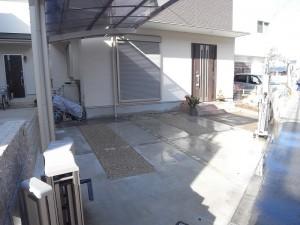 自然板石目地の駐車場1