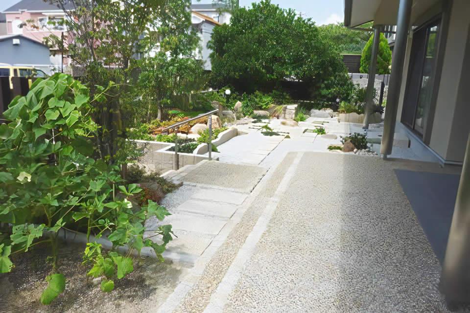 添景物が深みを与える和風モダン庭園施工事例